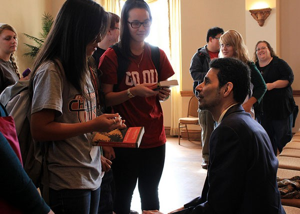 OU students meet famous author and 2012 Neustadt Prize Laureate Rohinton Mistry.